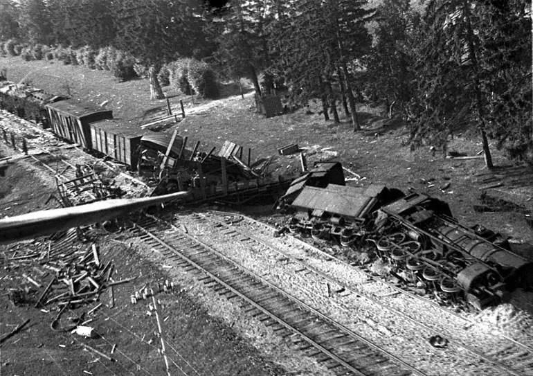 Взорванный немецкий поезд ВОВ
