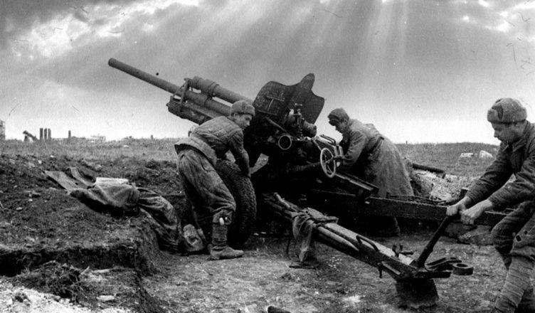 Залп 45-мм пушки ВОВ