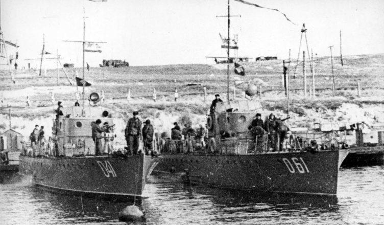 Морские охотники на причале ВОВ