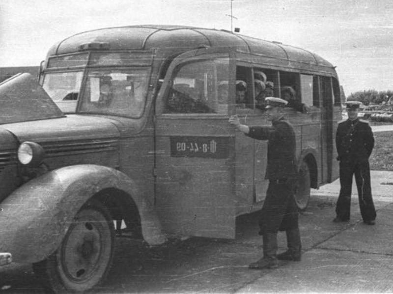 Солдаты в автобусе ВОВ