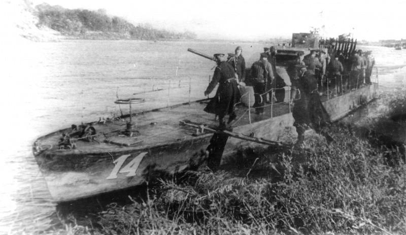 Погрузка десанта на корабль ВОВ