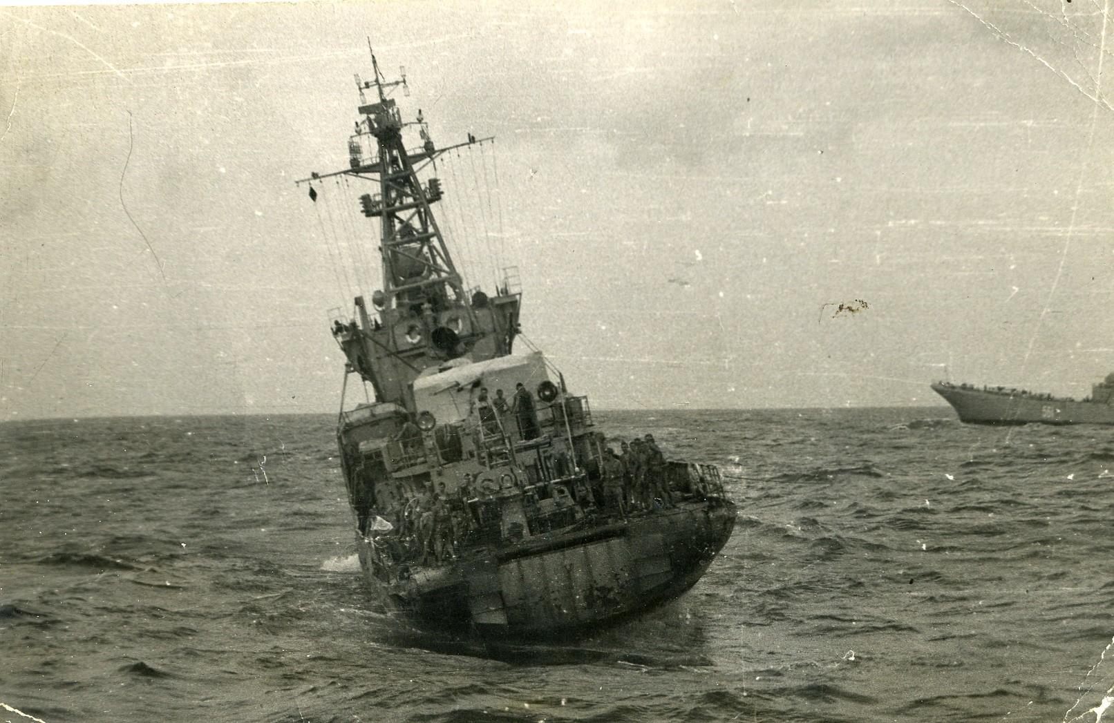 Морской тральщик на якоре ВОВ