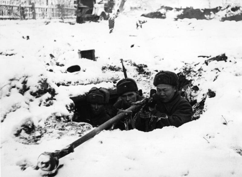 Солдаты с ПТР ноябрь ВОВ
