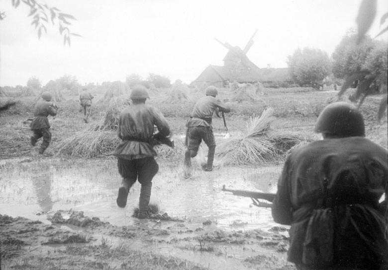 Солдаты идут в атаку ВОВ