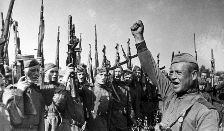 Ликование советских солдат ВОВ