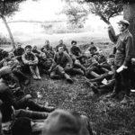 солдаты перед боем