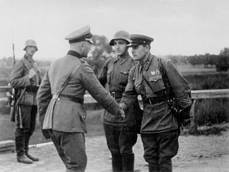 Немец с советским офицером ВОВ