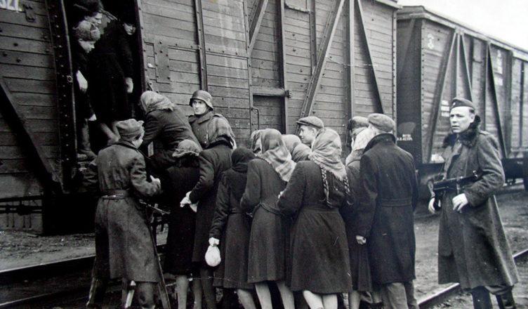 немцы увозят советское население в Германию