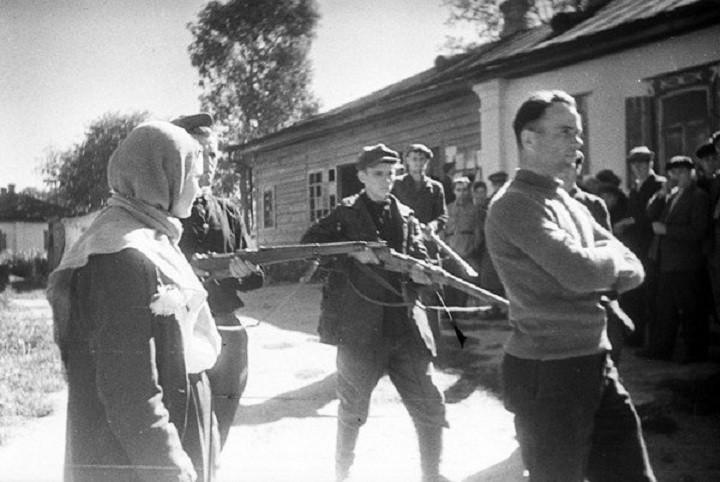 полицаи задержали подпольщика