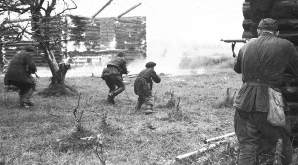 Партизаны отбивают деревню ВОВ