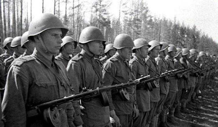 Строй солдат ВОВ фото