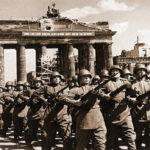 Победным маршем через Бранденбургские ворота