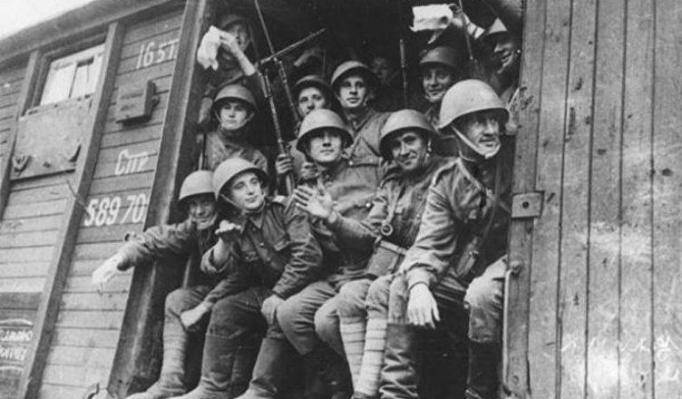 солдаты едут на войну