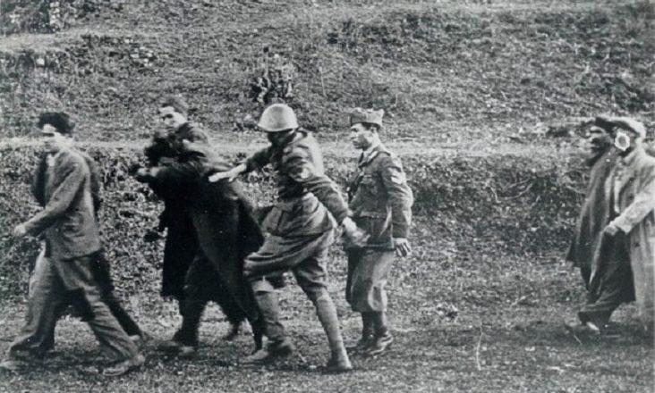 немцы ведут арестованных