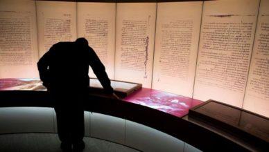 Фрагменты свитков Мертвого моря в Музее Библии сочли подделкой
