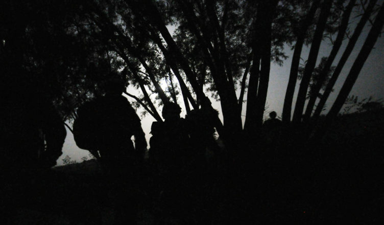 солдаты ночью