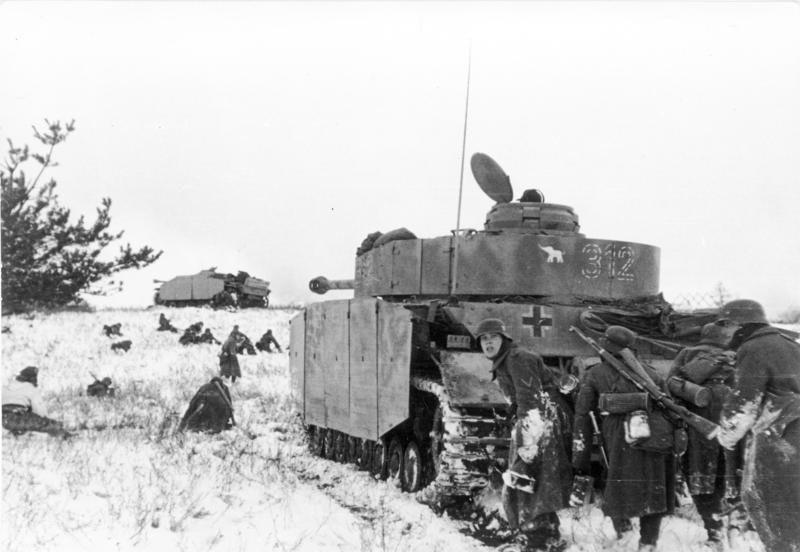 немцы в атаке с танками