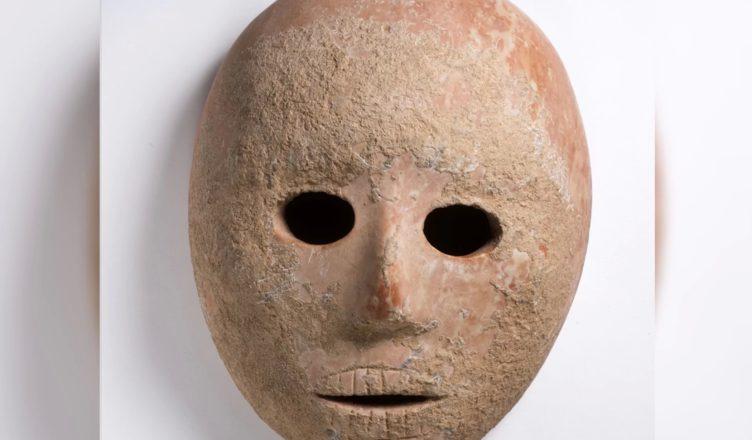 Каменная маска возрастом 9000 лет найдена вблизи Пней-Хевера