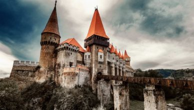Что находится под знаменитым замком графа Дракулы в Трансильвании?