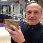 Мужчина неосознанно приобрел вазу возраст которой составляет 4000 лет