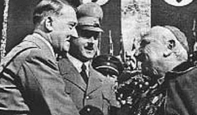 Гитлер и Пий IX