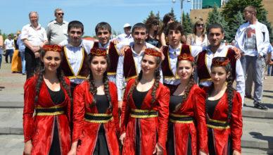 За что армяне не любят азербайджанцев?