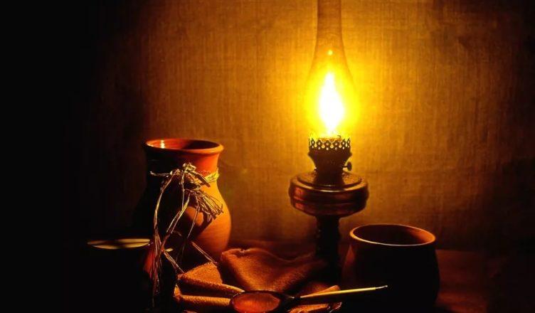 Чем освещали помещения и улицы до электричества?