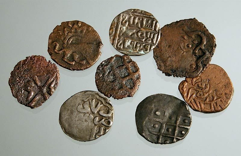 Где впервые начали чеканить монеты?