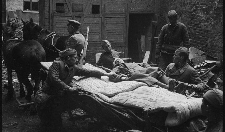 Раненые солдаты в годы ВОВ