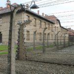 Особое значение это решение приобрело осенью 1944 года. Однажды все немецкие политические заключенные были вызваны на особую перекличку, на которую явилось почти 2000 заключенных. Пистер, который в то время был комендантом лагеря, произнес краткую речь