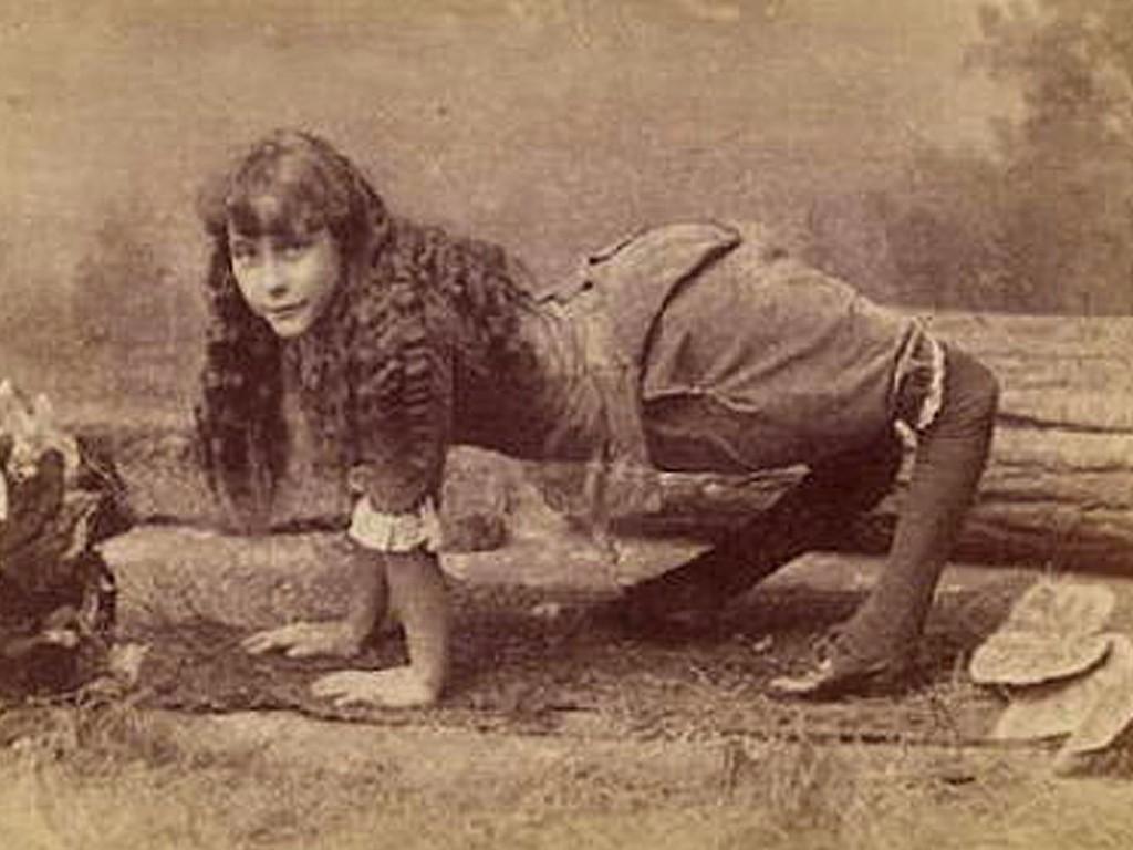 Элла Харпер – девушка-верблюд