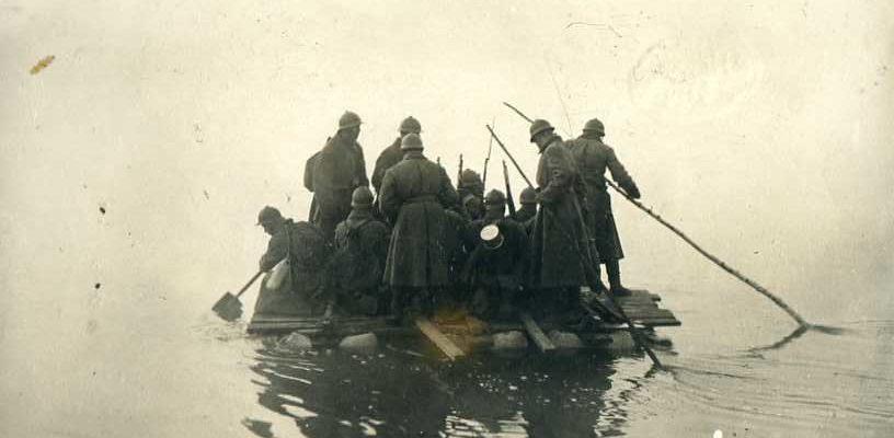 плотах плыли остальные орудийные расчеты