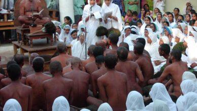Голые джайнские монахи