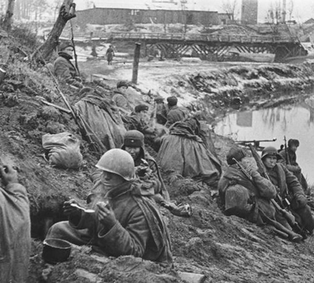 враг пробивался к Ленинграду