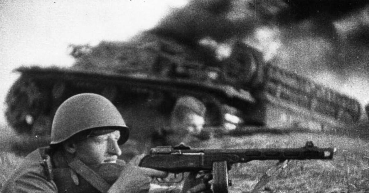 Отходя, немцы оставляли в бурьяне своих автоматчиков