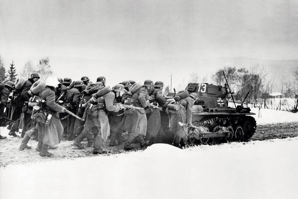 Гитлеровцы оказывали сильное огневое сопротивление