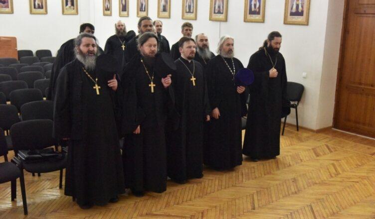 Где обучают духовенство