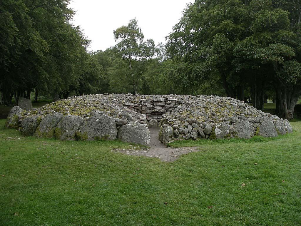 Ирландские и шотландские пирамиды из камней