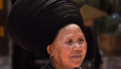 Зачем китаянки долины Мяо делают парики из волос предков