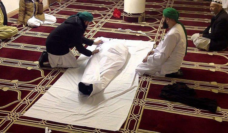Почему в одних религиях сжигают своих мертвецов, а в других заворачивают в саван?