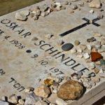 Почему евреи кладут камни на могилы