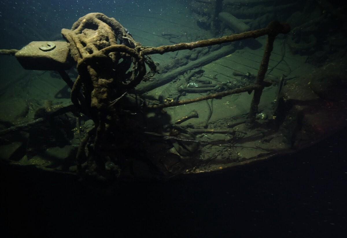 Вода шипела, превращаясь в пар