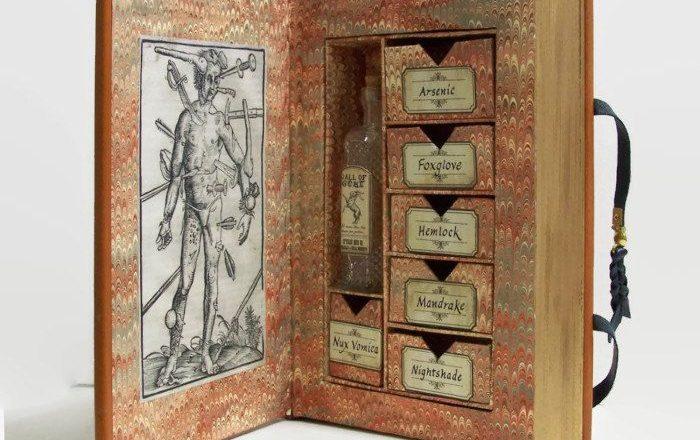 В старинной книге обнаружен тайник с ядами