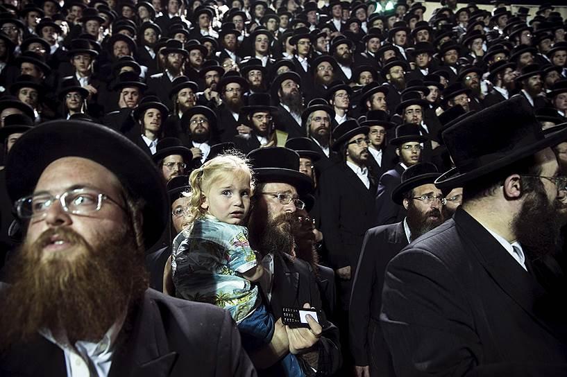 Ультра-ортодоксальная община конечно же входит в широкую еврейскую общину. Эти евреи отвергают Нетурей Карту, считая её экстремистской организацией. Подавляющее большинство евреев не поддерживают её методов