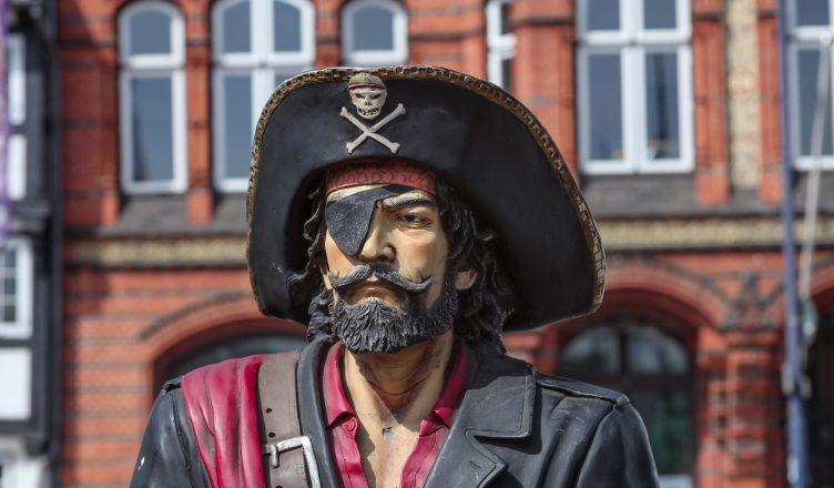 Почему пираты носили повязку на одном глазу