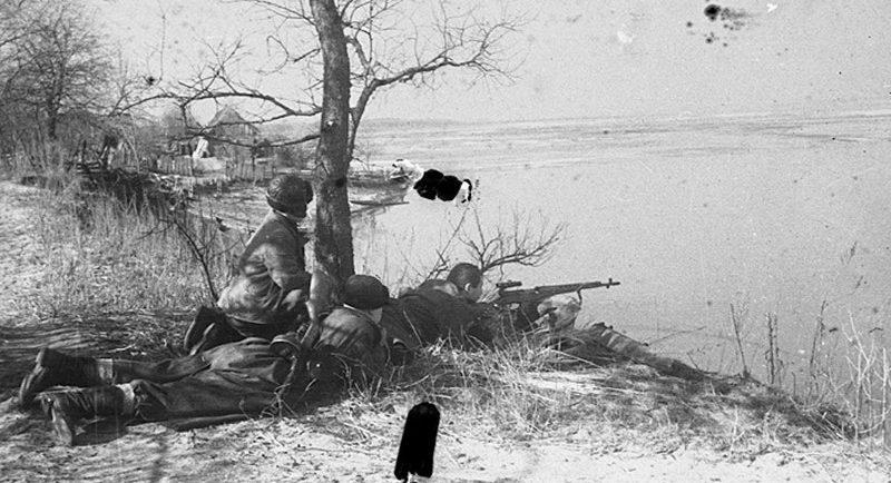 В августе 1941 года в нашем полку создали взвод разведки