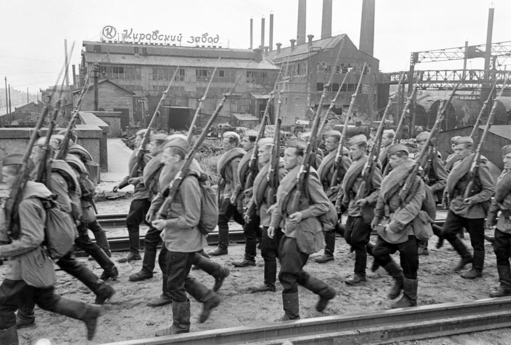 Руками ленинградских рабочих
