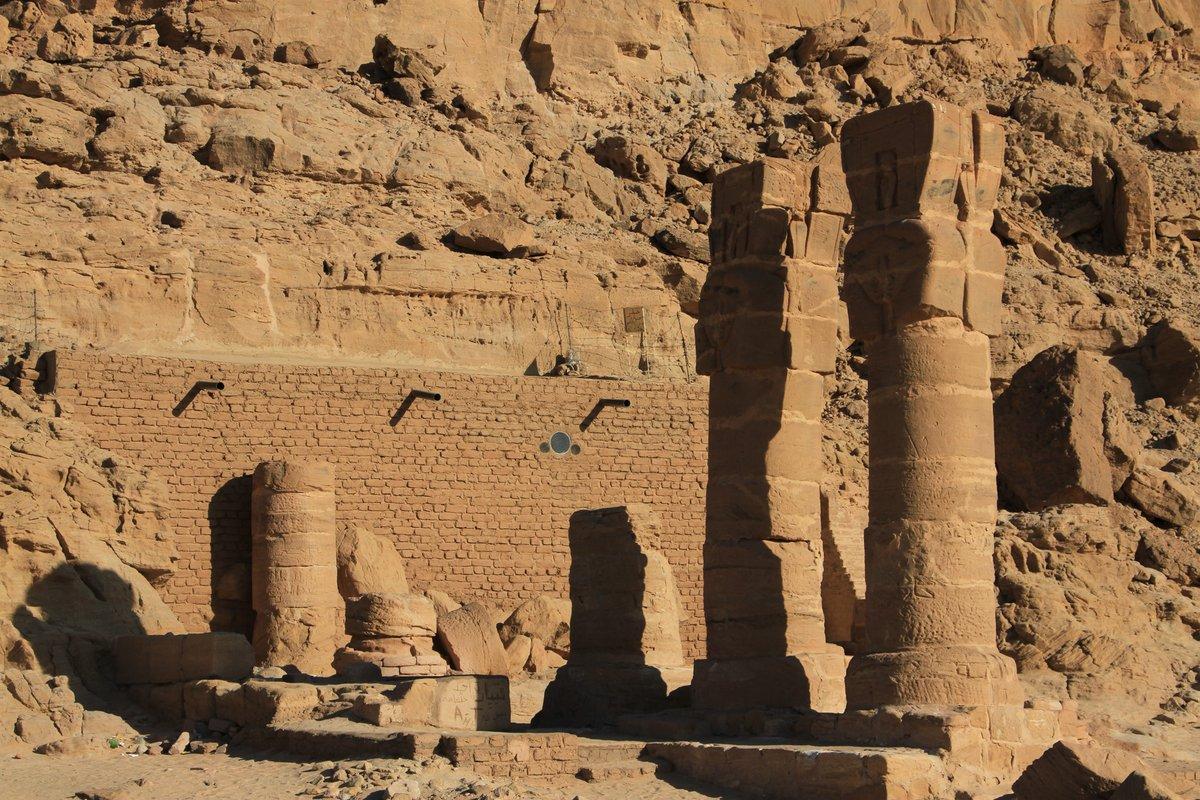 Древние храмы Гебель Гол-Бахар