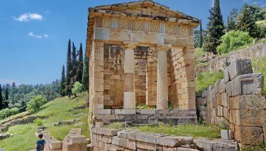 Самое старое здание – храм Аполлона