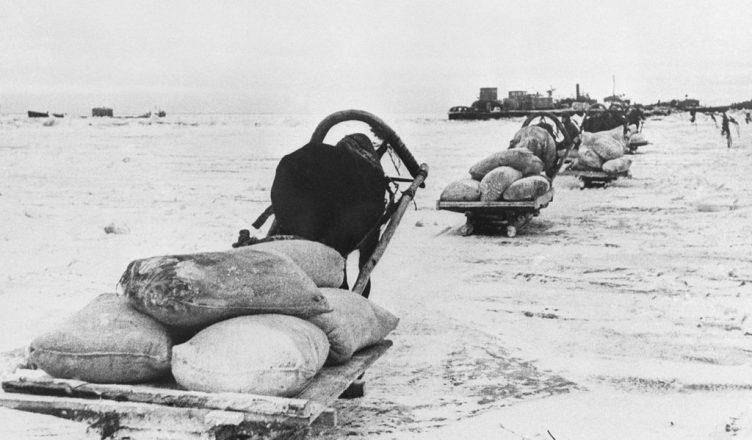 Приближался Новый, 1944 год